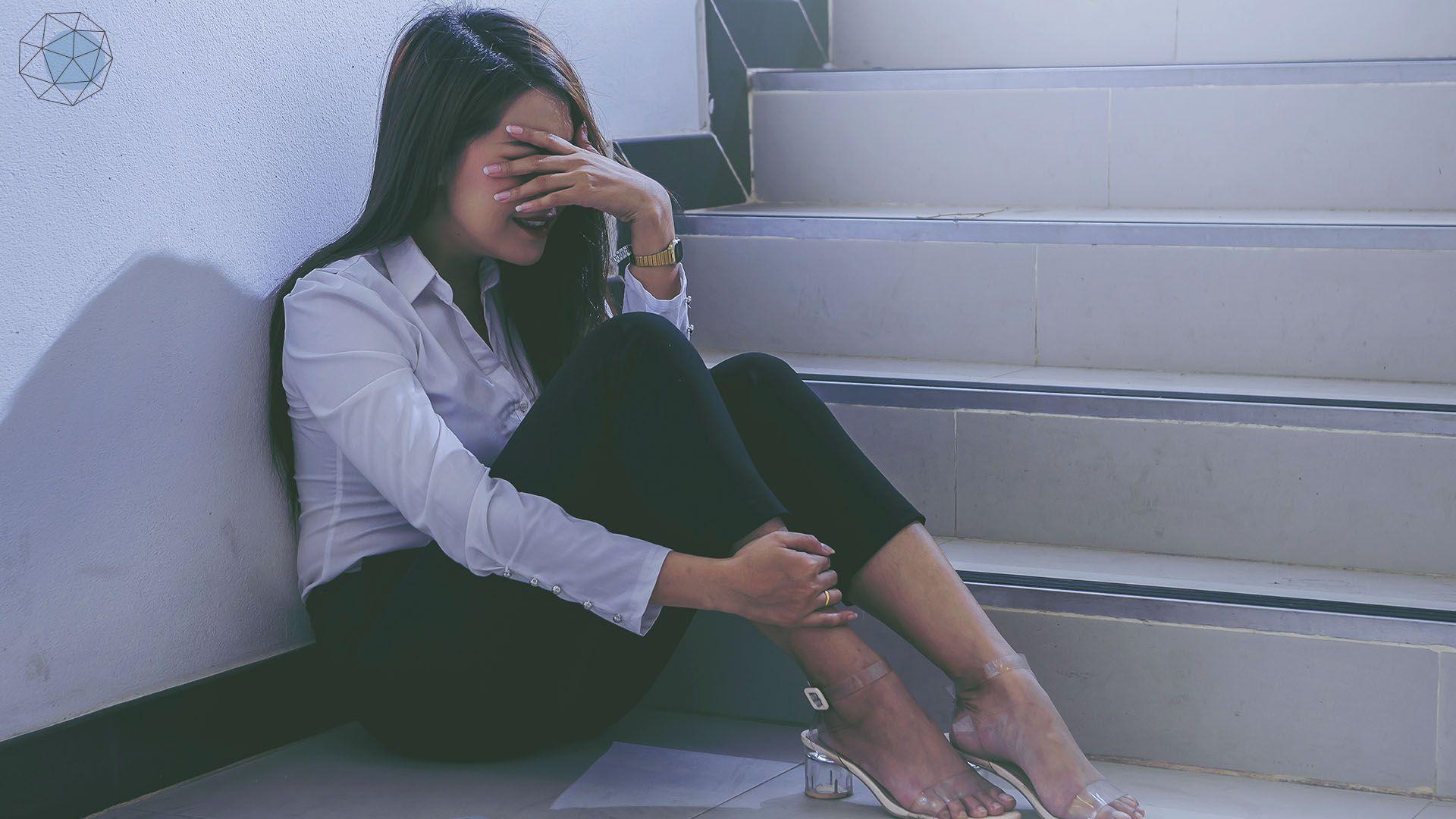"""""""เครียดงานจนร้องไห้ ไม่อยากไปทำงาน"""" จัดการด้วย 5 วิธีนี้"""
