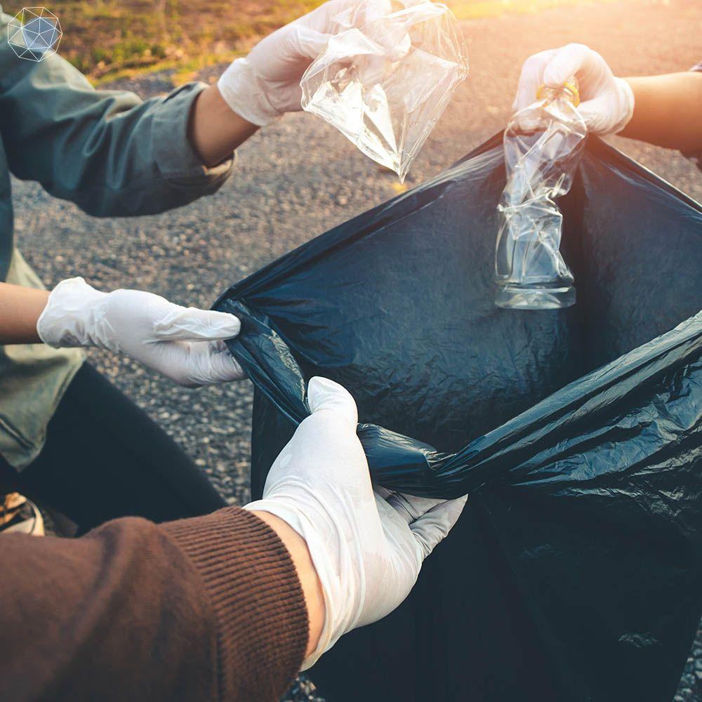 ขยะพลาสติก-เก็บขยะ-ขวดน้ำ-ชวดน้ำพลาสติก-ถุงขยะ-ถุงดำ